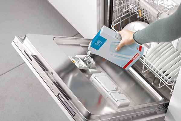 چرا باید از نمک ماشین ظرفشویی استفاده کنیم؟